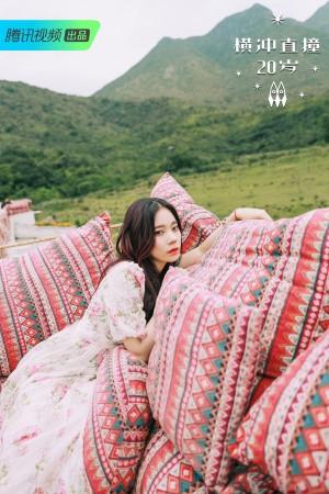 紫宁印花裙靓丽写真图片