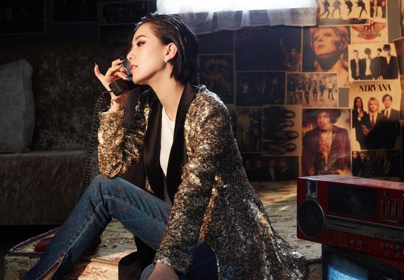 美女刘诗诗罕见尝试浓妆 烟熏妆搭配超短发魅惑帅气!