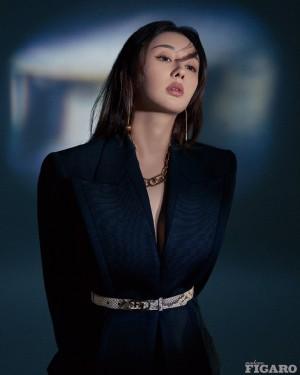 郑合惠子红蓝色调大片