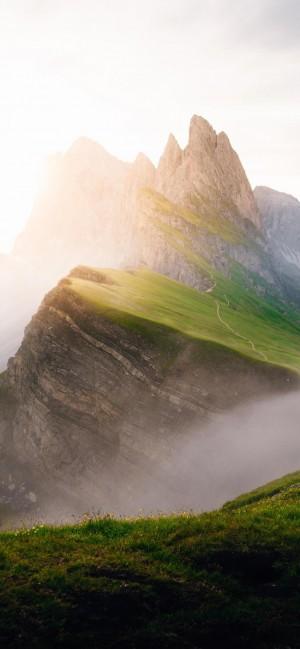 清晨朦朧唯美的山脈