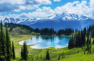加拿大班夫国家公园的冰碛湖
