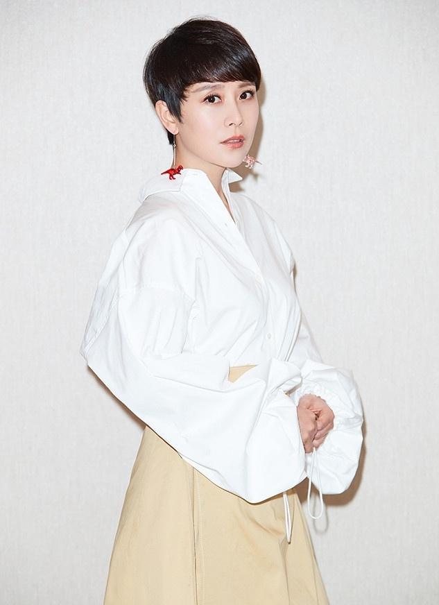 """简约夏季OL风来袭 海清""""解锁""""职场时尚写真"""