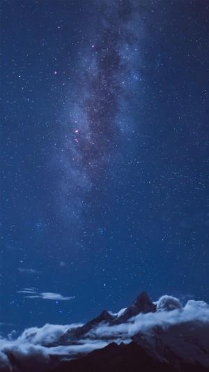 星空下的雪山神秘迷人风景