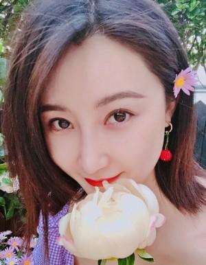 林鵬花叢性感甜美寫真圖片