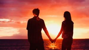 情侣唯美浪漫手拉手桌面壁纸