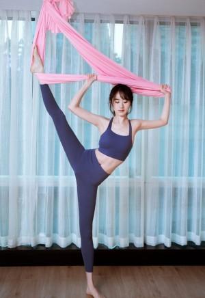 袁冰妍优美线条瑜伽照图片