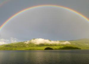 彩虹 卡尼姆湖 风景图片