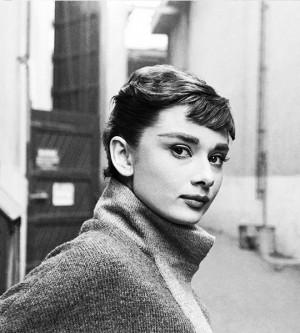 英国女星奥黛丽·赫本永远的美丽与优雅老照片写真