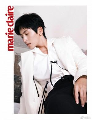 张哲瀚纯白衬衫简约帅气写真