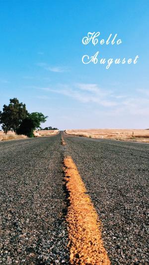 励志正能量奋斗道路八月你好的图片