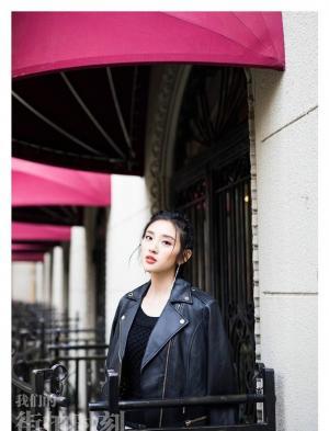 唐艺昕黑色皮衣Loo时尚青春帅气娇美
