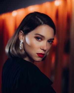 法国女星蕾雅·赛杜性感冷艳红唇肖像照高清图片