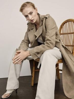 """三傻""""索菲·特纳西装长裤造型干练气场强大写真"""