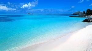 马尔代夫沙滩蓝天风景图片