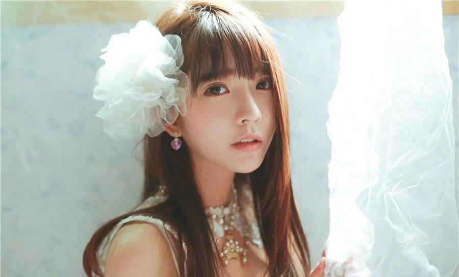 洋娃娃yurisa闺房白皙阳光甜美靓丽写真