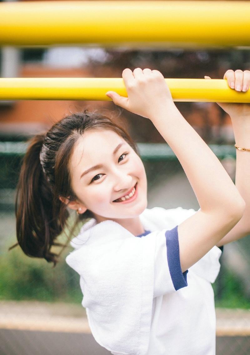漂亮性感妹子的清凉夏日甜美笑脸写真