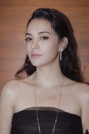 张榕容抹胸裙性感写真图片