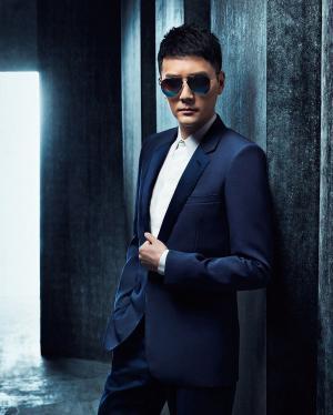 冯绍峰戴墨镜冷峻型男酷帅十足写真