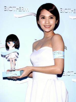 美女杨丞琳纯白身姿大显迷人风采