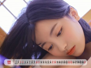 2019年8月俏皮可爱美女日历壁纸
