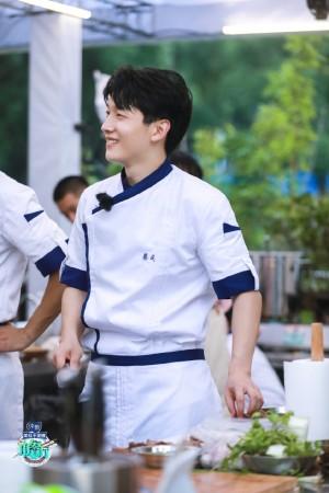 蔡成《中餐厅第四季》第十期帅气剧照图片