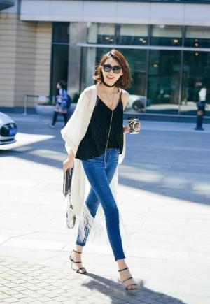 李斯羽春日牛仔裤时尚街拍怎么拍都美