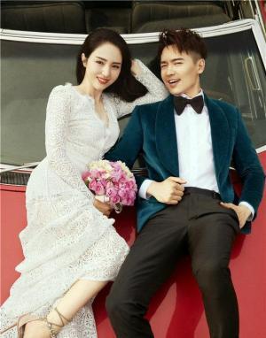 高云翔董璇合体登封面 将迎结婚六年纪念日