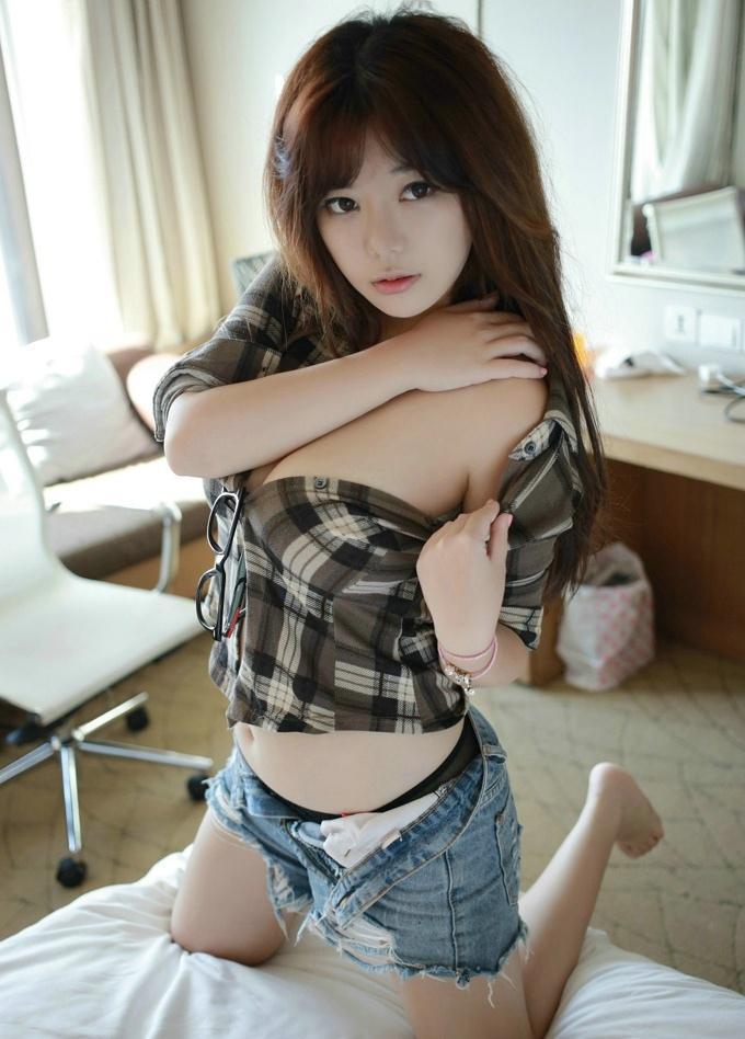 诱人女神性感迷人刘飞儿Faye美乳诱惑格子衬衫养眼气质写真