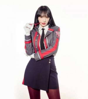 程潇长发飘飘红唇制服cosplay长腿诱惑写真图片