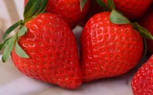 清新美味可口草莓图片壁纸
