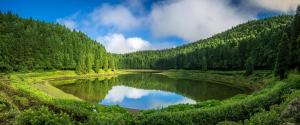 葡萄牙亚速尔群岛,天空,云,草,森林,湖水,风景壁纸