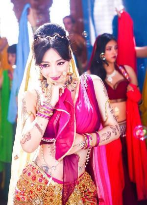 柳岩化身印度舞娘妩媚逗趣
