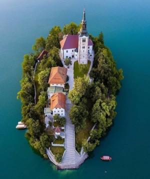 斯洛文尼亚的布莱德湖心岛