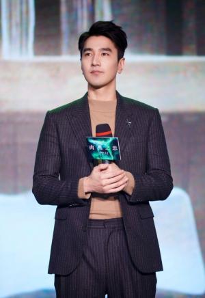 赵又廷《南极之恋》发布会儒雅帅气型男写真图片