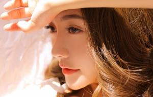 白嫩天使美女一袭长裙棕色卷发漂亮五官优雅气质私房时尚照片