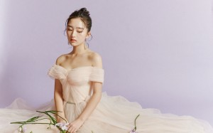 邓恩熙抹胸裙少女感优雅桌面壁纸