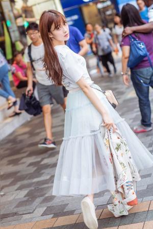 孟子义少女感十足街拍图片