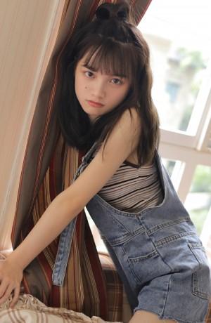 背带裤美女清纯可爱写真图片