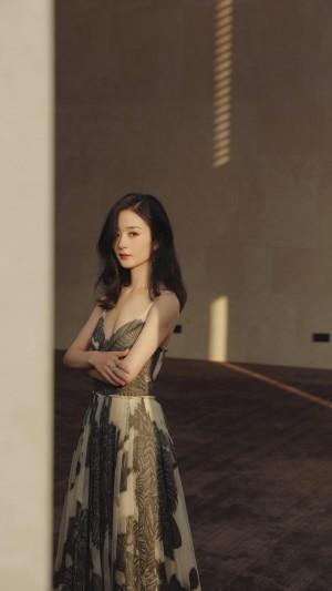 赵丽颖吊带礼服性感气质写真