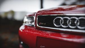 奥迪RS4炫酷汽车图片桌面壁纸