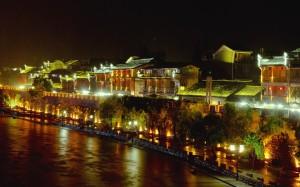 边城里的凤凰古城夜景