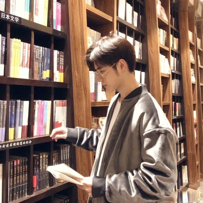 图书馆偶遇戴眼镜的小帅哥 如何勾搭