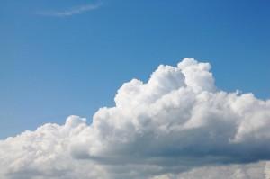 蓝天里软绵绵的云朵