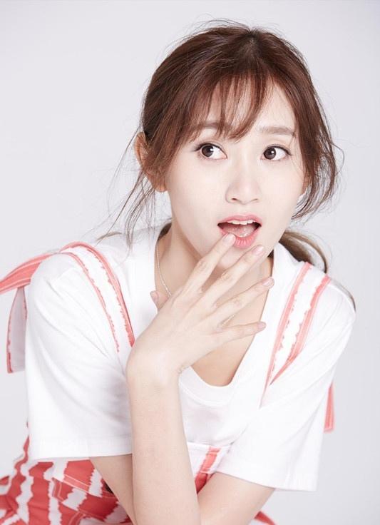 魏小也粉色蓬蓬裙化身小公主写真