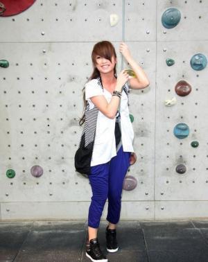 青春美少女杨丞琳活力攀岩照为演唱会嘉宾揭幕