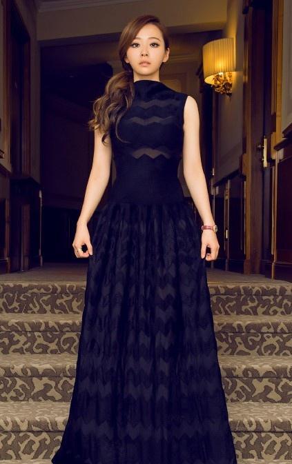 张靓颖穿黑色透视裙秀曼妙身材写真