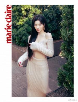 孔雪儿粉色螺纹针织一字肩短上衣搭配高腰裙魅力写真