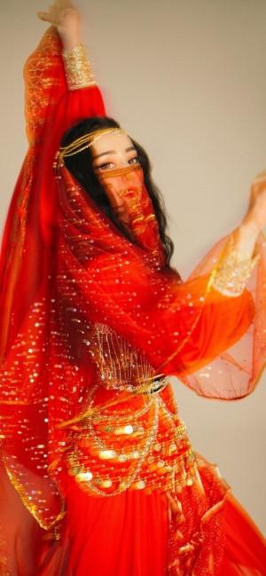 迪丽热巴新疆服饰写真手机壁纸