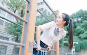 天生丽质高挑高中生美女图片