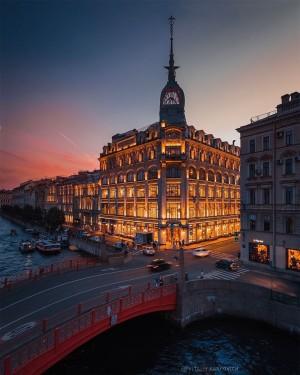 圣彼得堡Au Pont Rouge品牌服装百货公司